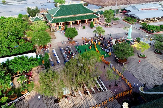 Bạc Liêu: Ban Trị sự Phật giáo tỉnh tổ chức tam bộ nhất bái tại Quán Âm Phật Đài ảnh 3
