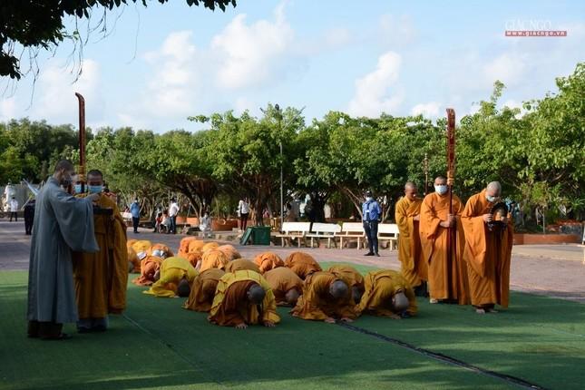Bạc Liêu: Ban Trị sự Phật giáo tỉnh tổ chức tam bộ nhất bái tại Quán Âm Phật Đài ảnh 1