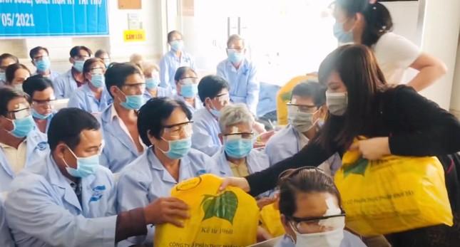 Hỗ trợ phẫu thuật ghép thủy tinh thể nhân tạo cho 36 bệnh nhân nghèo ảnh 1