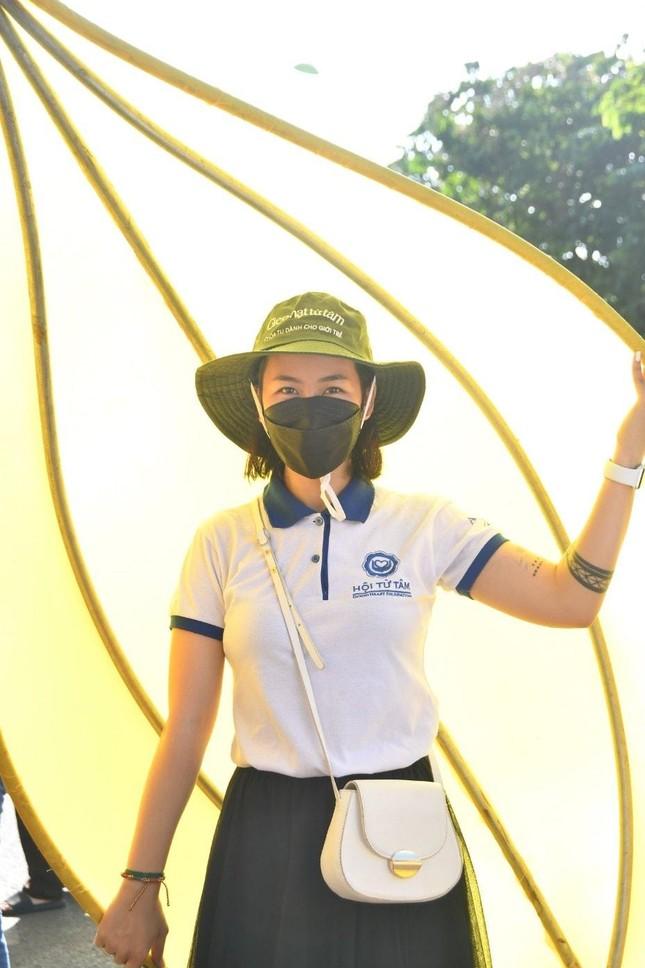 TP.HCM: Sắc sen vàng Kính mừng Phật đản Phật lịch 2565 trên kênh Nhiêu Lộc ảnh 4