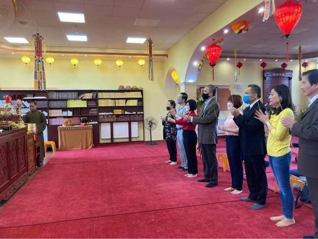 Đại sứ Việt Nam tại Hungrary thăm chùa Tuệ Giác ảnh 1
