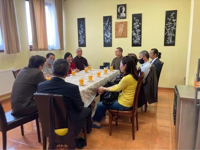 Đại sứ Việt Nam tại Hungrary thăm chùa Tuệ Giác ảnh 2