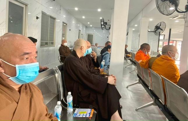 50 vị Tăng Ni Ban Trị sự Phật giáo TP.HCM tiêm mũi 1 vắc-xin phòng Covid-19 ảnh 1