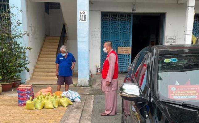 2,5 tấn rau củ quả từ Lâm Đồng, Quảng Trị tặng đến khu cách ly các quận, huyện TP.HCM ảnh 1