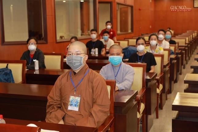 80 Tăng Ni, Phật tử cùng tình nguyện viên các tôn giáo bắt đầu đến các bệnh viện dã chiến phục vụ ảnh 16