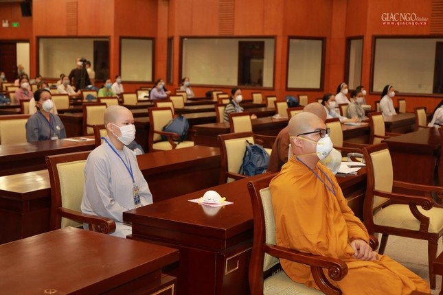 80 Tăng Ni, Phật tử cùng tình nguyện viên các tôn giáo bắt đầu đến các bệnh viện dã chiến phục vụ ảnh 15