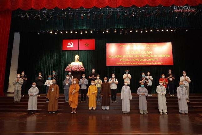 80 Tăng Ni, Phật tử cùng tình nguyện viên các tôn giáo bắt đầu đến các bệnh viện dã chiến phục vụ ảnh 14