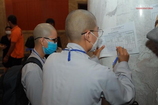 80 Tăng Ni, Phật tử cùng tình nguyện viên các tôn giáo bắt đầu đến các bệnh viện dã chiến phục vụ ảnh 6