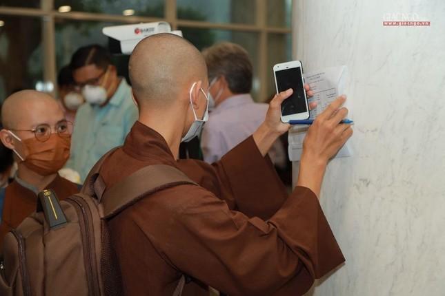 80 Tăng Ni, Phật tử cùng tình nguyện viên các tôn giáo bắt đầu đến các bệnh viện dã chiến phục vụ ảnh 7
