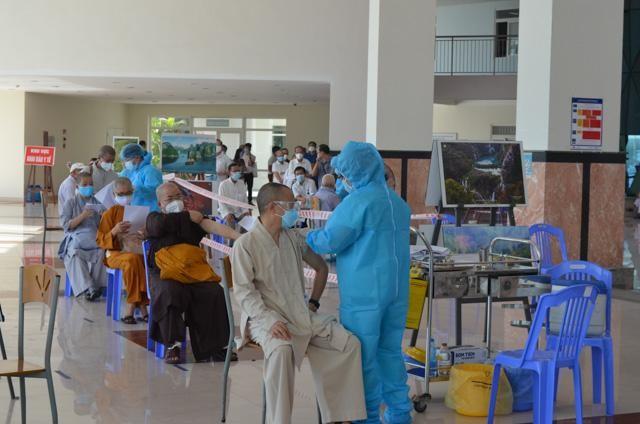 Đà Nẵng: Chức sắc các tôn giáo tiêm vắc-xin Covid-19 ảnh 1