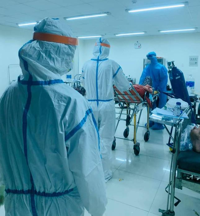 Viết giữa những vội vàng trong bệnh viện dã chiến Covid-19 ảnh 3