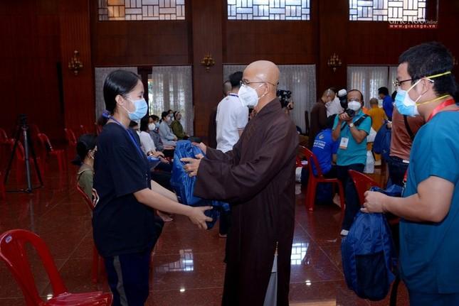 23 tình nguyện viên Phật giáo đến Bệnh viện Dã chiến thu dung và điều trị Covid-19 số 10 ảnh 9