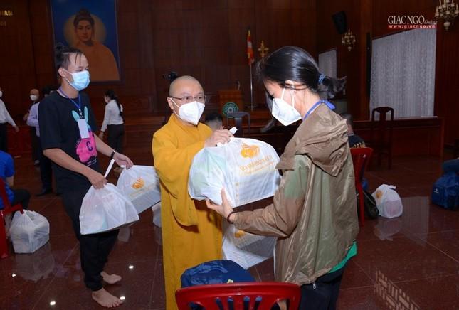 23 tình nguyện viên Phật giáo đến Bệnh viện Dã chiến thu dung và điều trị Covid-19 số 10 ảnh 10