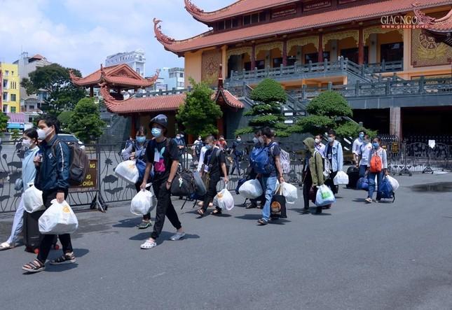 23 tình nguyện viên Phật giáo đến Bệnh viện Dã chiến thu dung và điều trị Covid-19 số 10 ảnh 13
