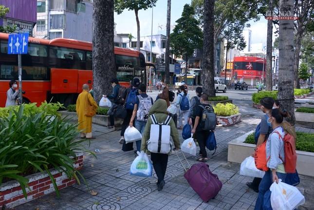 23 tình nguyện viên Phật giáo đến Bệnh viện Dã chiến thu dung và điều trị Covid-19 số 10 ảnh 15