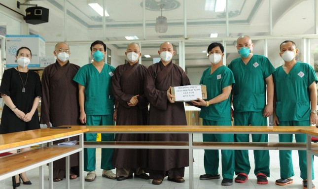 Trung ương GHPGVN thăm lãnh đạo tỉnh Long An và tình nguyện viên Phật giáo ảnh 3
