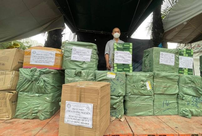 Tặng 10.000 mặt nạ oxy, 1.000 van đồng hồ oxy đến các bệnh viện dã chiến điều trị Covid-19 ảnh 1