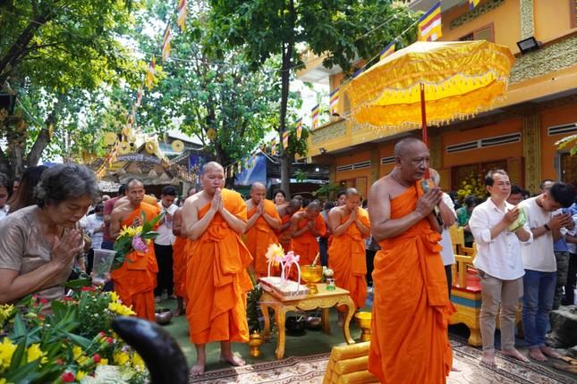 TP.HCM: Lễ Tắm Phật mừng Tết cổ truyền Chôl Chnăm Thmây ảnh 1