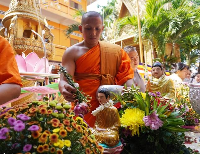 TP.HCM: Lễ Tắm Phật mừng Tết cổ truyền Chôl Chnăm Thmây ảnh 6