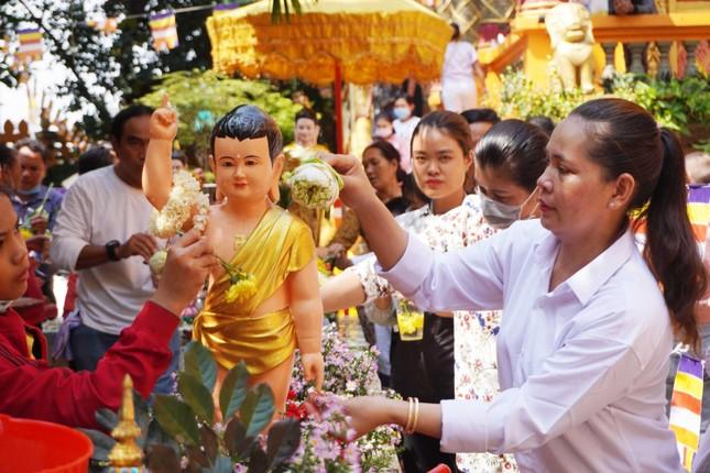 TP.HCM: Lễ Tắm Phật mừng Tết cổ truyền Chôl Chnăm Thmây ảnh 8