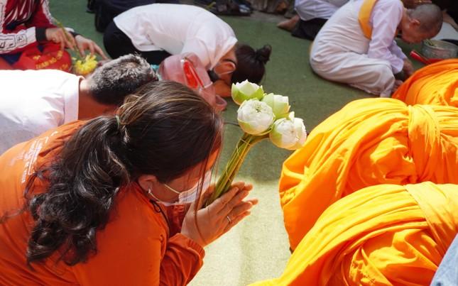TP.HCM: Lễ Tắm Phật mừng Tết cổ truyền Chôl Chnăm Thmây ảnh 11