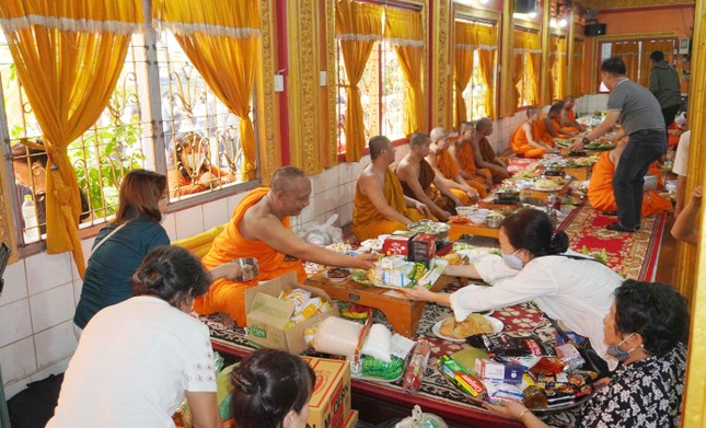 TP.HCM: Lễ Tắm Phật mừng Tết cổ truyền Chôl Chnăm Thmây ảnh 23