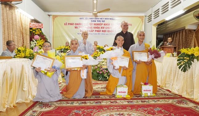 Lớp Sơ cấp Phật học quận 3 trao chứng chỉ tốt nghiệp khóa XIII đến Tăng Ni ảnh 10