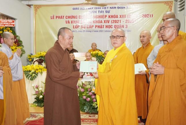 Lớp Sơ cấp Phật học quận 3 trao chứng chỉ tốt nghiệp khóa XIII đến Tăng Ni ảnh 11
