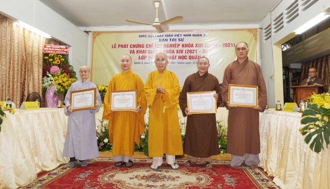 Lớp Sơ cấp Phật học quận 3 trao chứng chỉ tốt nghiệp khóa XIII đến Tăng Ni ảnh 4