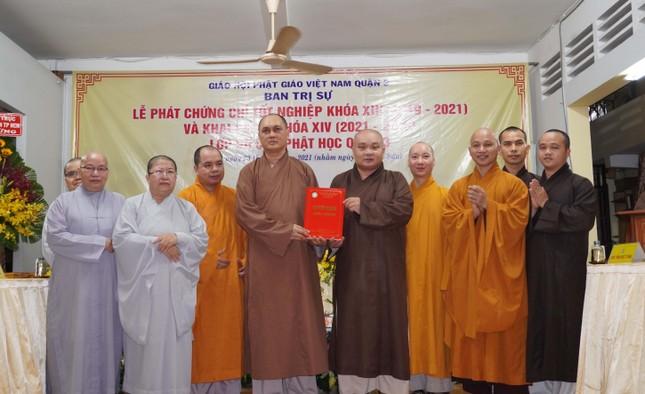 Lớp Sơ cấp Phật học quận 3 trao chứng chỉ tốt nghiệp khóa XIII đến Tăng Ni ảnh 1