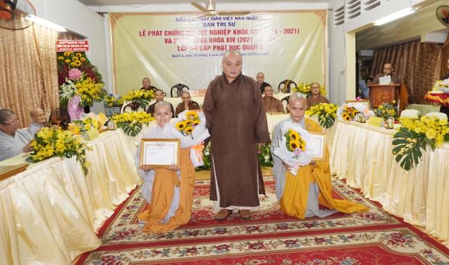 Lớp Sơ cấp Phật học quận 3 trao chứng chỉ tốt nghiệp khóa XIII đến Tăng Ni ảnh 9