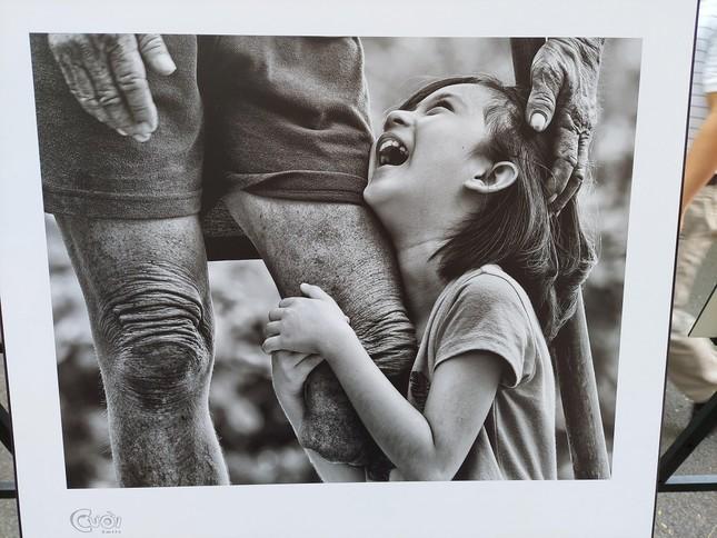 """Nhiếp ảnh gia Trần Thế Phong ra mắt sách ảnh """"Cười"""" ảnh 3"""