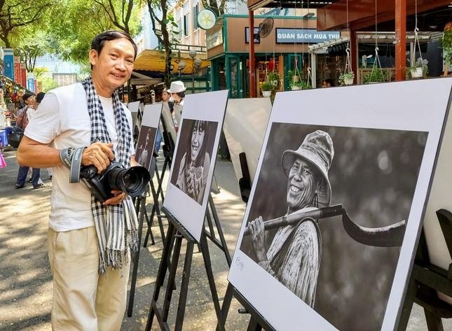 """Nhiếp ảnh gia Trần Thế Phong ra mắt sách ảnh """"Cười"""" ảnh 2"""