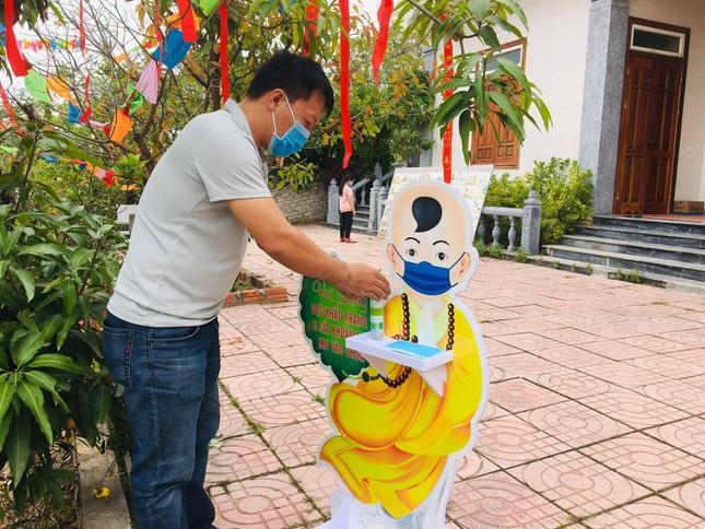 Người dân Nghệ An lễ Phật đầu năm ảnh 1