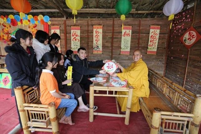 Người dân Nghệ An lễ Phật đầu năm ảnh 2