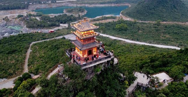 Hà Nam: Người dân khai báo y tế trước khi vào chùa Tam Chúc ảnh 1