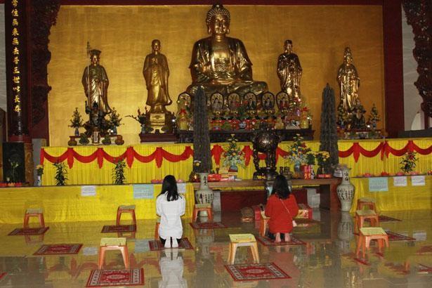 Hà Tĩnh: Các chùa linh hoạt trong cách thức hành lễ để phòng dịch Covid-19 ảnh 1