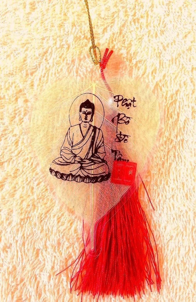 Chàng trai 9X ở miền Tây 'biến' lá cây bồ-đề thành tranh Đức Phật ảnh 1