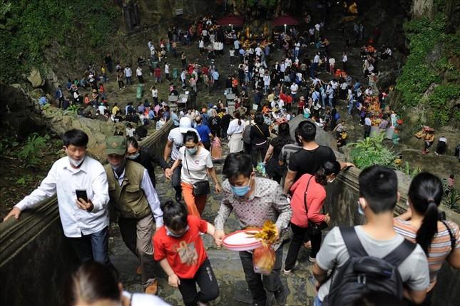 Hơn vạn người viếng chùa Hương ảnh 2