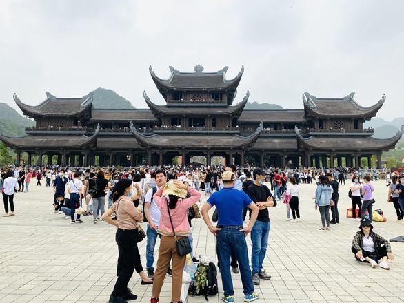 Hà Nam: Đề nghị lập phương án phân luồng khách đến trung tâm du lịch tâm linh - chùa Tam Chúc ảnh 1