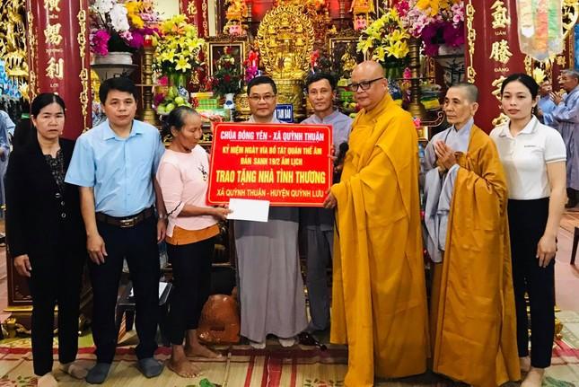 Chùa Đông Yên hỗ trợ 30 triệu đồng cho hộ nghèo xây dựng nhà ở ảnh 1
