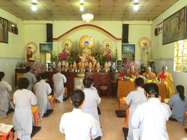 TP.HCM: 30 Phật tử huyện Cần Giờ tham gia khóa tu tại chùa Hải Đức ảnh 1