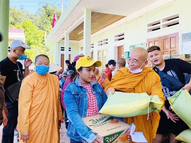 Ban Từ thiện Phật giáo Hệ phái Khất sĩ tặng 1.400 phần quà ảnh 1