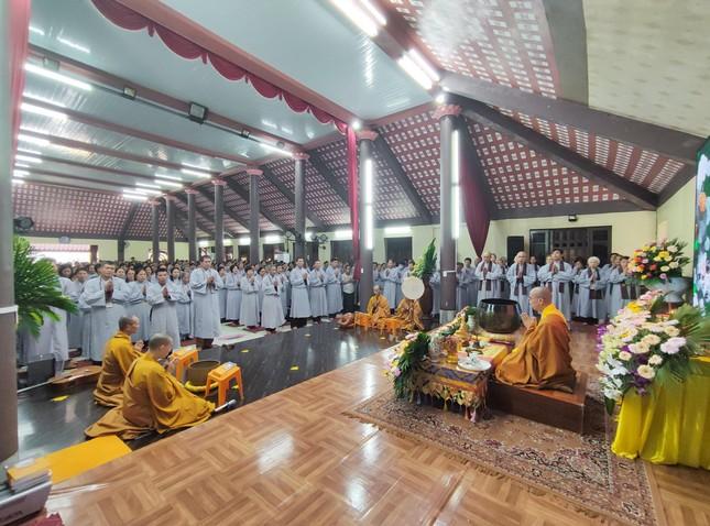 """Hà Nội: Khóa tu """"Một ngày an lạc"""", lễ quán đỉnh Quán Thế Âm Bồ-tát ảnh 1"""