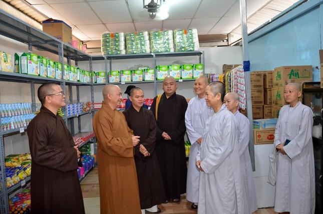 """Ban Trị sự quận Bình Thạnh ủng hộ """"cửa hàng 0 đồng"""" chùa Bảo Vân ảnh 1"""