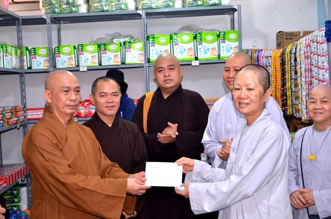 """Ban Trị sự quận Bình Thạnh ủng hộ """"cửa hàng 0 đồng"""" chùa Bảo Vân ảnh 3"""