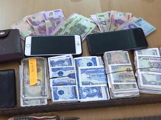 Khởi tố hai đối tượng chuyên trộm cắp tiền công đức ảnh 2