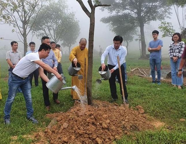 """Trồng cây trong chương trình """"Chùa xanh"""" tại chùa Đại Tuệ ảnh 1"""