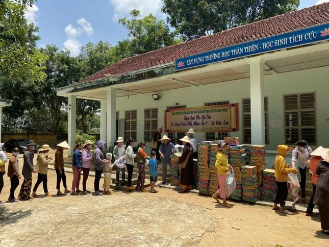 Ban Từ thiện xã hội GHPGVN huyện Long Thành tặng quà đến đồng bào dân tộc ảnh 1