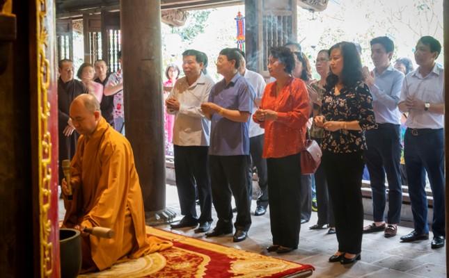 Nguyên Chủ tịch Quốc hội Nguyễn Thị Kim Ngân thăm chùa Phật Tích ảnh 1
